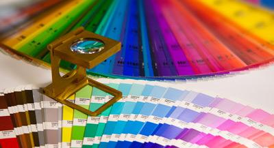 Farbfächer Pantone Druckerei mit Fadenzähler Druckbörse Villach